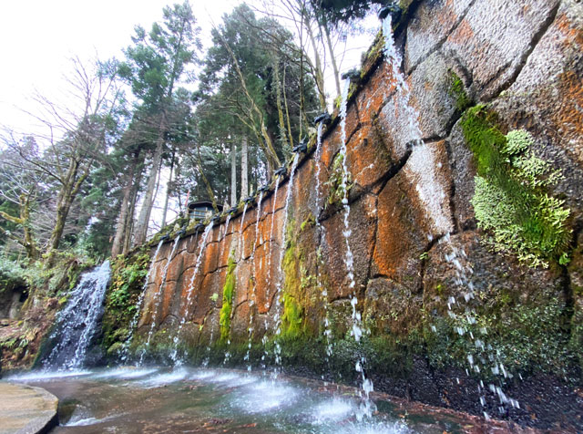 上市町の大岩山日石寺の十二支滝
