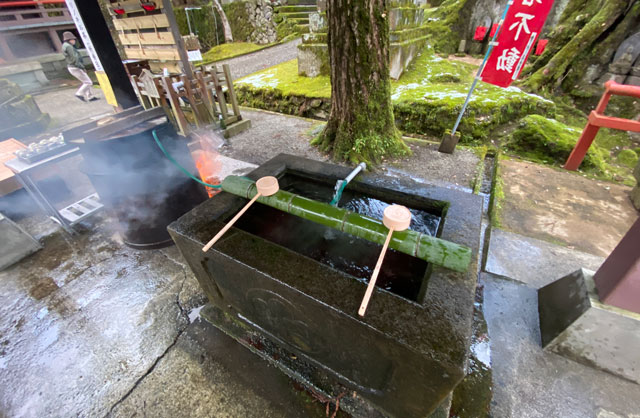 上市町の大岩山日石寺の手水
