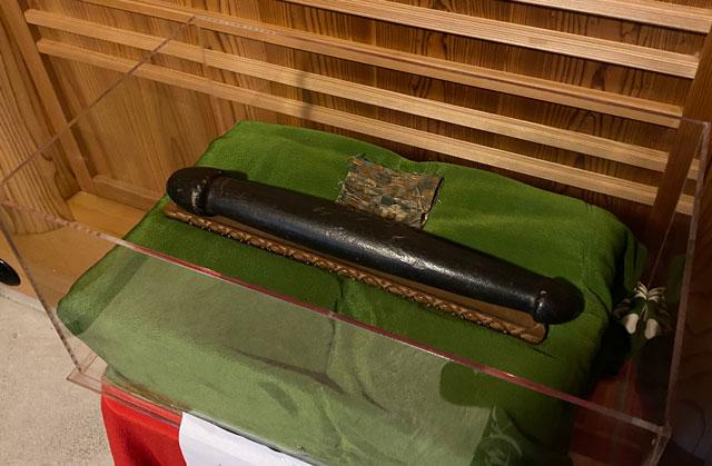 上市町の大岩山日石寺の愛染堂の加賀前田家の誕生石