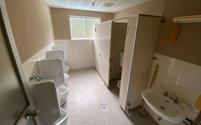 富山県南砺市の秘境温泉「湯谷温泉旅館(ゆだにおんせんりょかん)」のトイレ