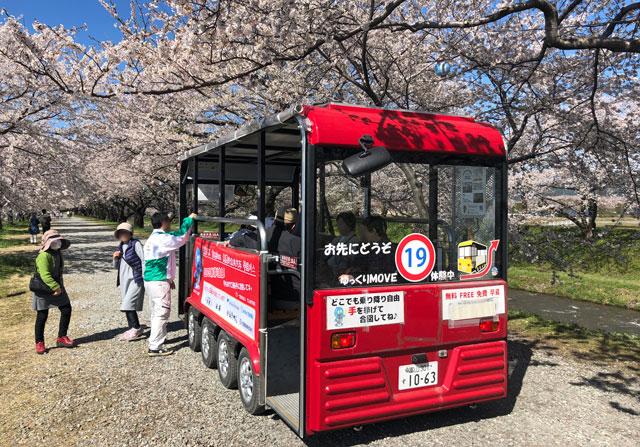 あさひ舟川「春の四重奏」の無料バスの乗り降り