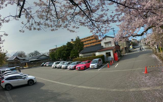 富山県護国神社の無料駐車場