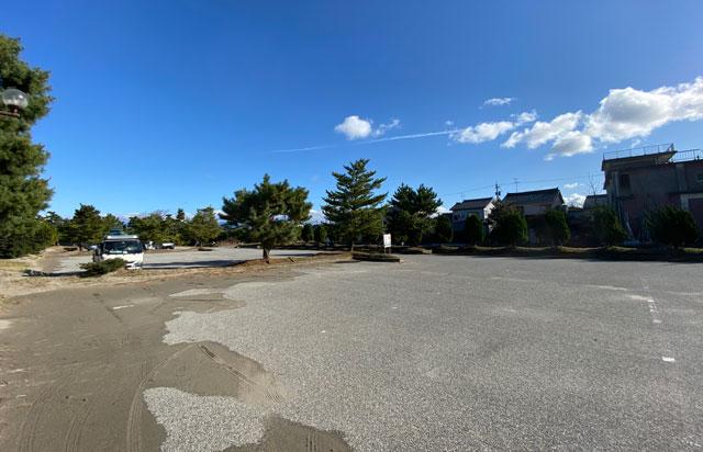 富山県富山市岩瀬浜海水浴場の無料駐車場