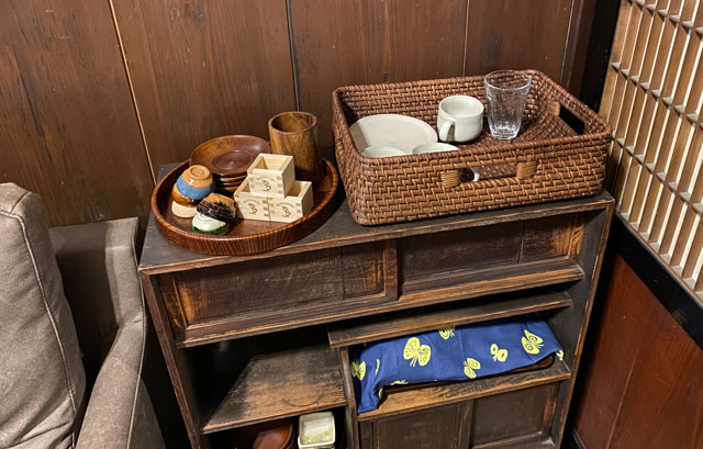 富山県富山市岩瀬の売薬宿屋「山キ」備え付けの湯飲みなど