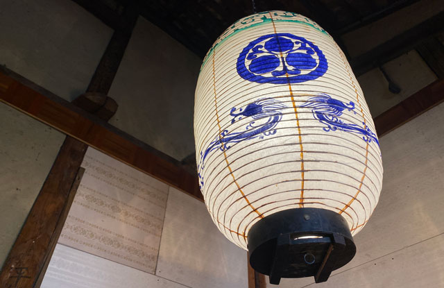 富山県富山市岩瀬の売薬宿屋「山キ」の玄関にある岩瀬祭りの提灯