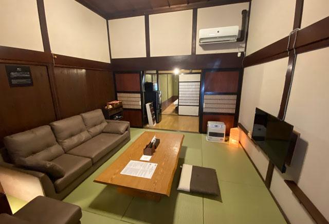 富山県富山市岩瀬の売薬宿屋「山キ」のリビング