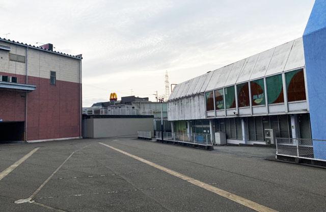 ノースランドボウル呉羽、ボーリング場から見たマクドナルド
