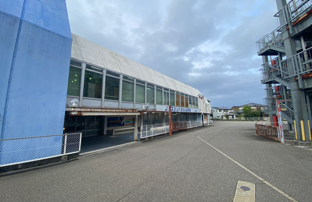 ノースランドボウル呉羽、ボーリング場の建物外観