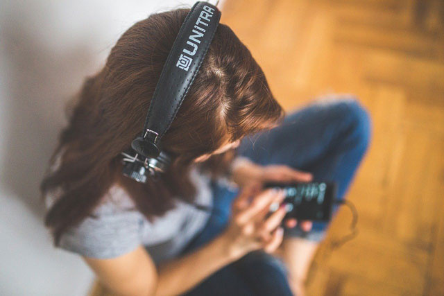 音楽配信サービスで自宅で音楽を楽しむ