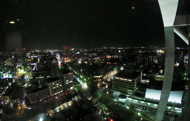 富山市役所展望塔から見た松川の夜桜ライトアップ、夜景。