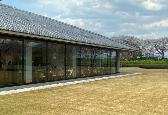 富山市五福の富山県水墨美術館のカフェ北斗の眺め