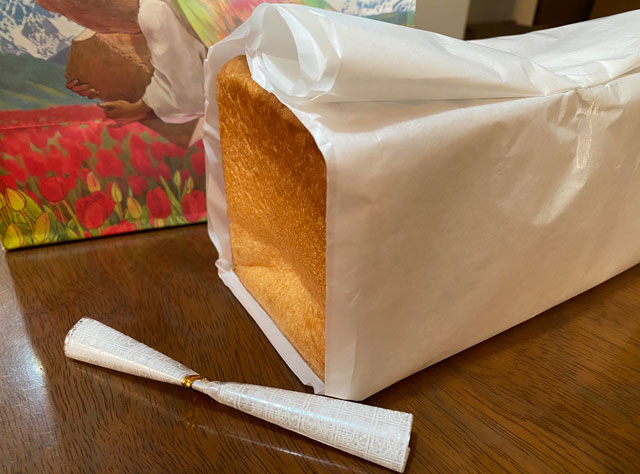 入善町の高級食パン専門店「不思議なじいさん」の焼き立て