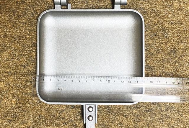 コーベックの直火式(ガス火専用)ホットサンドメーカーの大きさ(横の長さ)