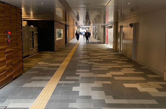 JR富山駅のすごく長い通路