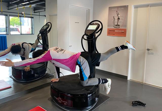 富山市二口町の接骨院プロデュースのセミパーソナルジム「ゆめたかトレーニングジム」のパーソナルのパワープレートトレーニング1