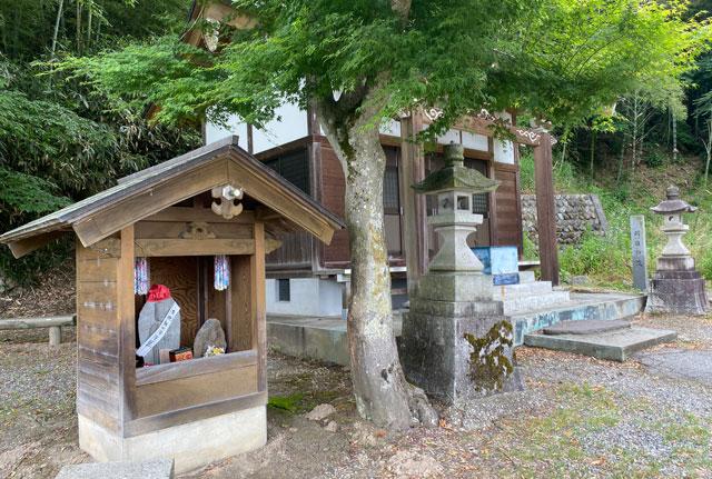 富山市婦中町安田の朝日の滝のお地蔵さん