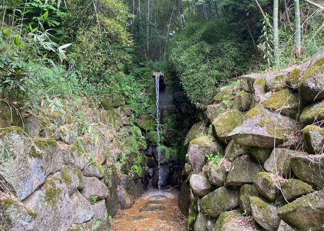 富山市婦中町安田の朝日の滝