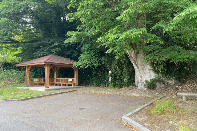 富山市婦中町安田にある観光名所「朝日の滝」の駐車場