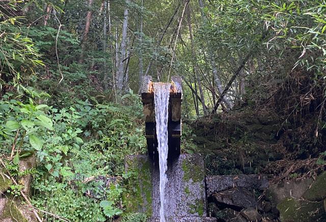 富山市婦中町安田の朝日の滝のアップ