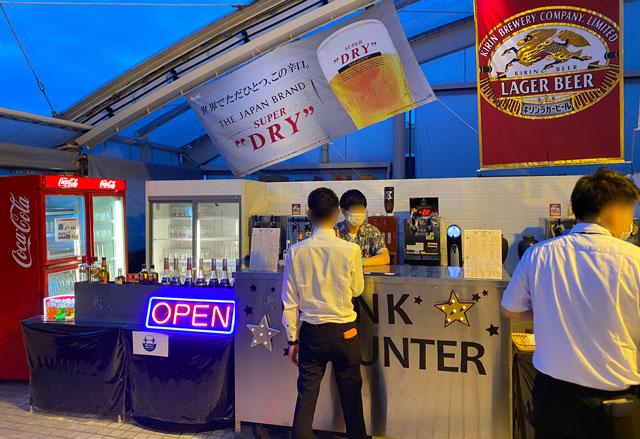 富山市中心市街地のANAクラウンプラザホテル富山で行われるビアガーデンのドリンクカウンター