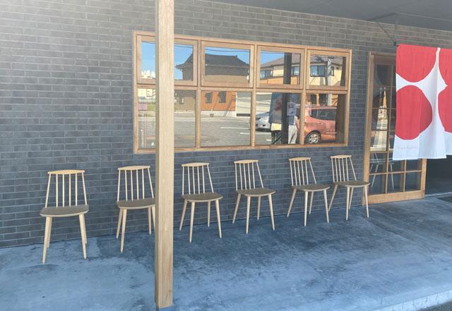 富山の老舗和菓子屋「引網香月堂」のかき氷を食べる椅子