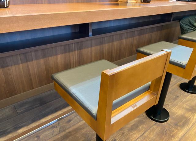 唐揚げ専門店からやま富山飯野店のカウンター席