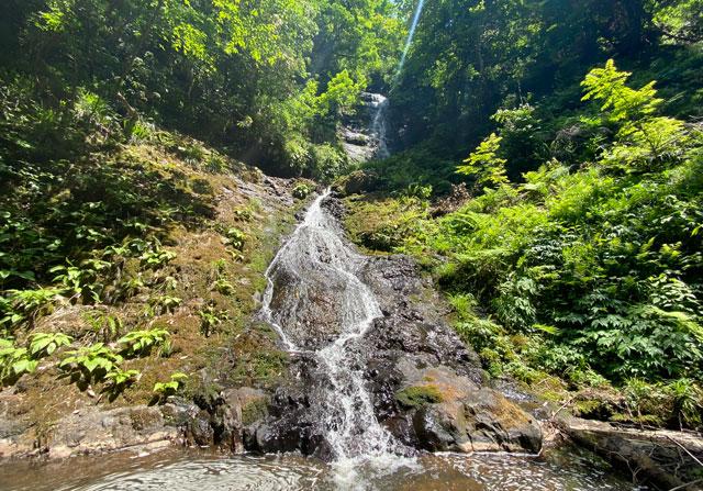 富山県上市町の「笠取の滝」の滝壺