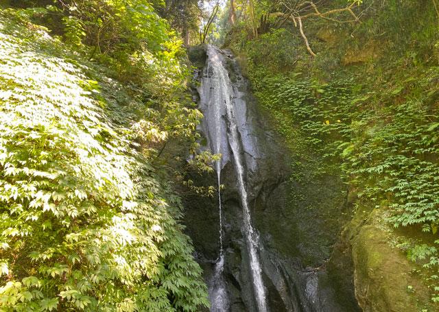 富山県上市町の「まま子滝」の滝口