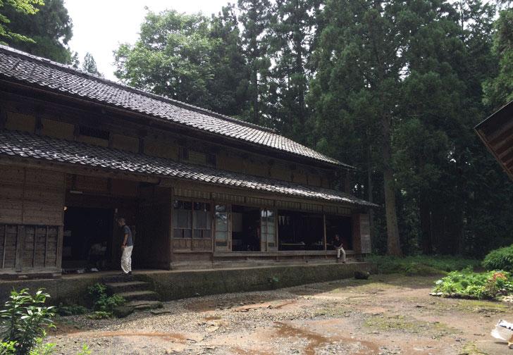 富山県上市町出身の細田守監督の映画『おおかみのこどもの花と雪』の家