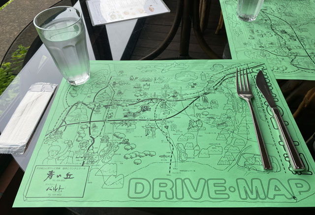 富山市呉羽山にある穴場カフェ喫茶店「青い丘(あおいおか)」のランチマット