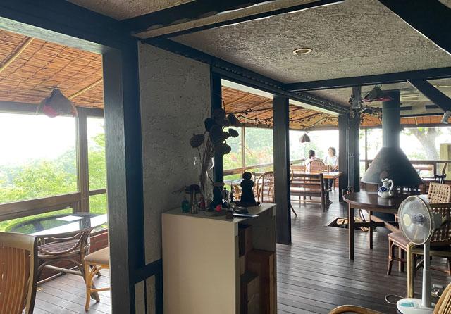 富山市呉羽山にある穴場カフェ喫茶店「青い丘(あおいおか)」の店内