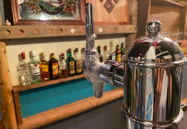 高岡市のミニシアターほとり座サテライト館の生ビールサーバー