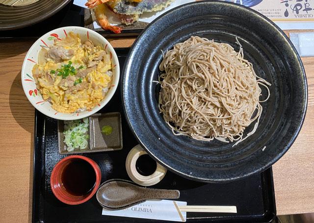 富山市黒瀬の蕎麦屋「OLIMBA オリンバ」の蕎麦の劔盛りと親子丼