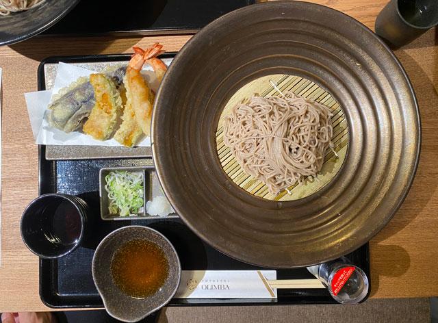 富山市黒瀬の蕎麦屋「OLIMBA オリンバ」の天ぷらそば