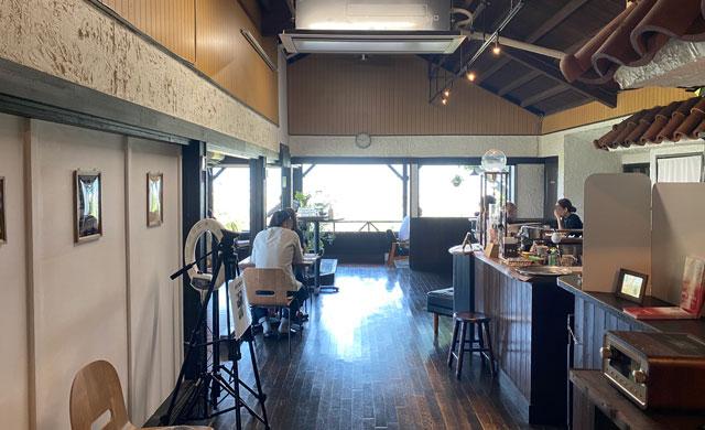 富山市呉羽城山のコワーキングスペース&カフェ「空の森」の店内の様子