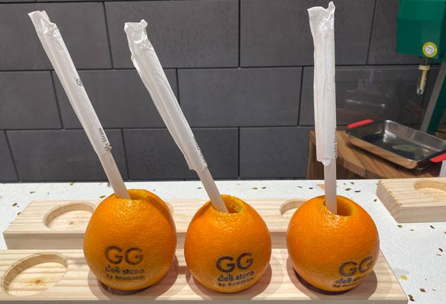 富山市の総曲輪ベース、かねぶん青果のフルーツジュース
