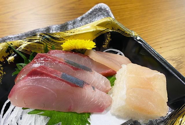 富山市の総曲輪ベース、魚訓(うおとき)の刺身