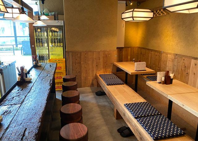 富山市の総曲輪ベース、酒場ヤマ富のテーブル席