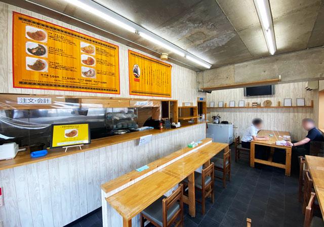 富山市五福のカレー屋「インドの家庭の味 KEBAKO ケバコ」の店内