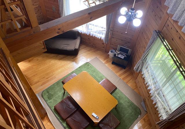 森のコテージ木・MAMAの室内リビングルーム