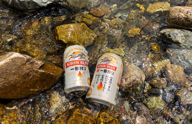 雷鳥沢キャンプ場の横を流れる称名川でビールを冷やす