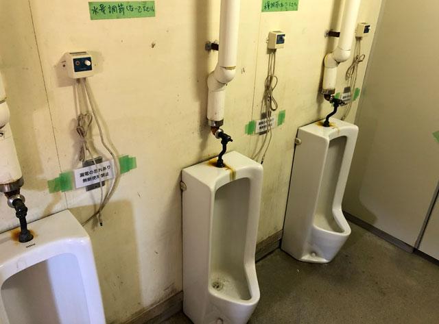 雷鳥沢キャンプ場の男子用トイレ