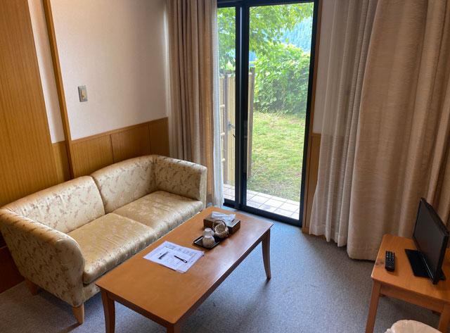 富山市のペットと泊まれる宿「ふれあいの里ささみね」のリビング