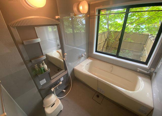 富山市のペットと泊まれる宿「ふれあいの里ささみね」の客室温泉付き