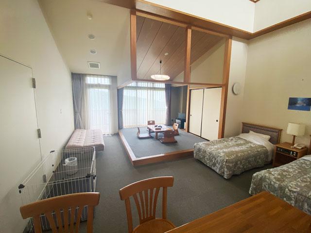 富山市のペットと泊まれる宿「ふれあいの里ささみね」のデラックス和洋室