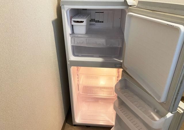 富山市のペットと泊まれる宿「ふれあいの里ささみね」の冷蔵冷凍庫