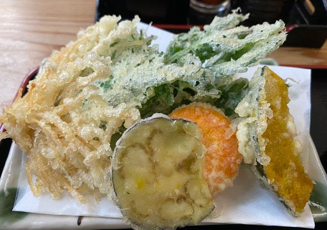 富山市山田清水にある蕎麦屋「そばそば峠」の天ぷら