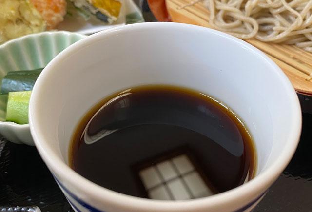 富山市山田清水にある蕎麦屋「そばそば峠」のつゆ