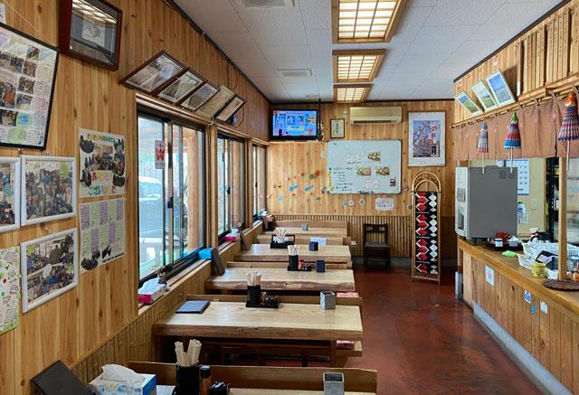 富山市山田清水にある蕎麦屋「そばそば峠」の店内の様子