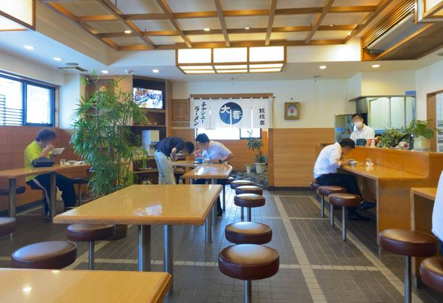 富山ブラックラーメンの大喜根塚店の店内の様子